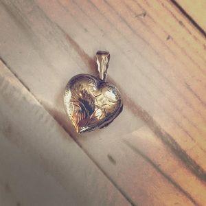 Jewelry - Sterling silver heart locket